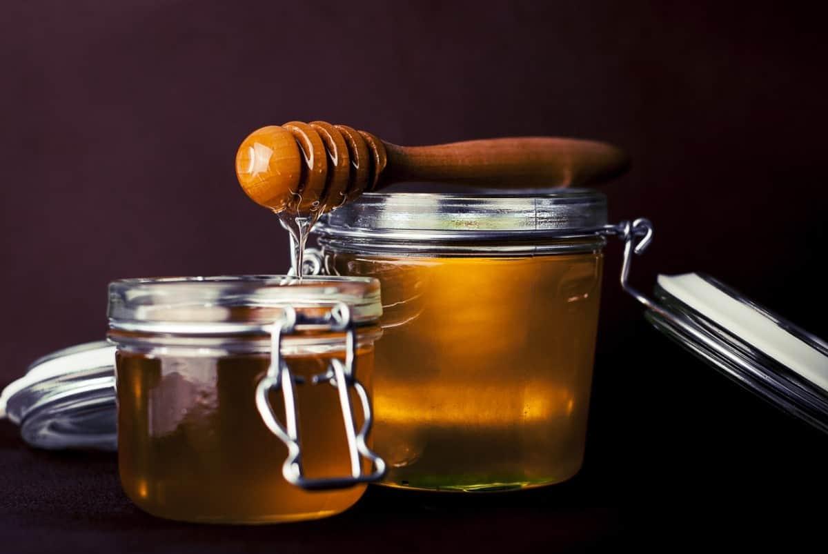 BEAUTIFUL MORNING  honing-is-goed-voor-je vloeibaar goud vette huid rauwe honing ontstekingsremmend honingmaskers honingmasker gezichtsmaskers gevoelige huid droge huid diy alle huidtypes acne neigende huid