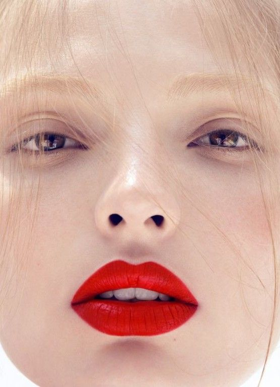 Bruidsmakeup | Bruidskapsel | Make-up | Hairstyling NudeStrongLips zomertrends 2017 smokey eyes pastelkleuren oogschaduw nude makeup nude lippenstift instagram lips hologram lips gloss