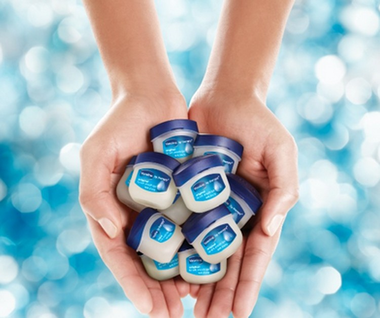Bruidsmakeup | Bruidskapsel | Make-up | Hairstyling Vaseline-klein wenkbrauwen vaseline ring zit vast on fleek lippenbalsem hacks bodyscrub