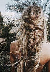 Bruidsmakeup | Bruidskapsel | Make-up | Hairstyling misbegottens-vissengraat-vlecht-210x300 vissengraatvlecht vet haar verbergen touperen simpele updo's ponytail half up bun haar hacks droogshampoo