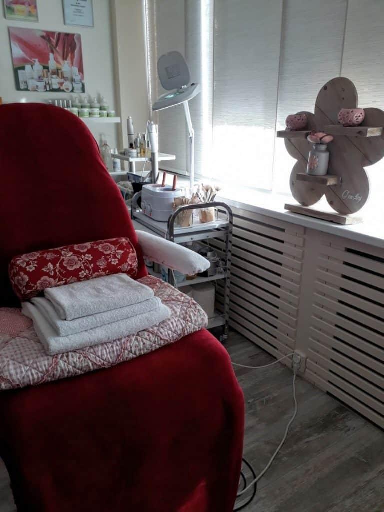 Bruidsmakeup | Bruidskapsel | Make-up | Hairstyling Waarom-naar-de-schoonheidsspecialiste-1-768x1024 Visitekaartje Verwen jezelf schoonheidsspecialiste schoonheidsspecialist